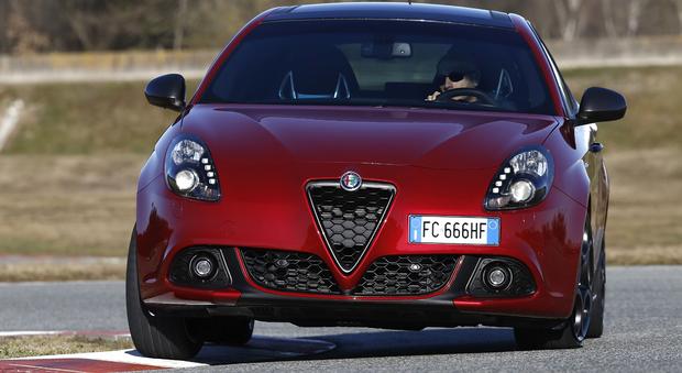 Il model year 2016 della Giulietta si arricchisce anche di una nuova versione dotata del cambio automatico TCT doppia frizione a 6 marce abbinato al motore 1.6 JTD da 120 cv