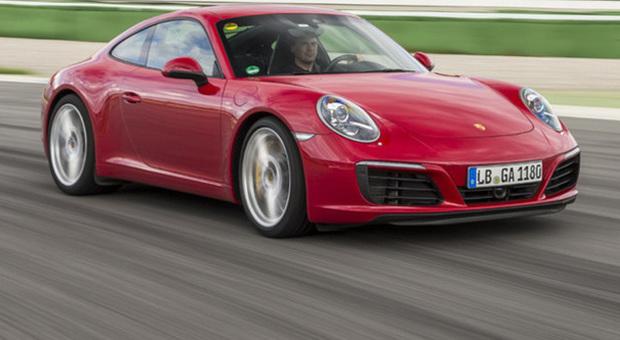 La nuova generazione della Porsche 911 Carrera