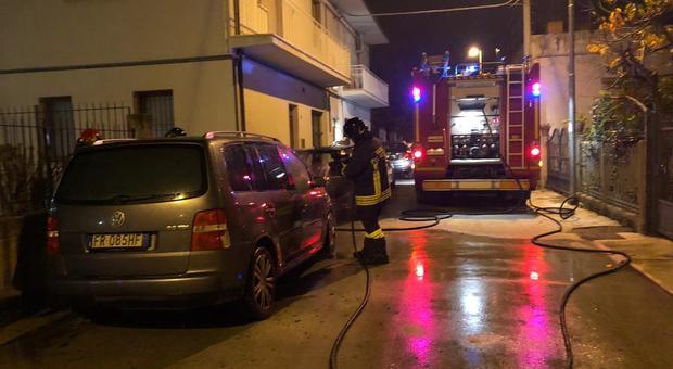 I vigili del fuoco hanno spento l'incendio in un appartamento a Castelferretti di Falconara