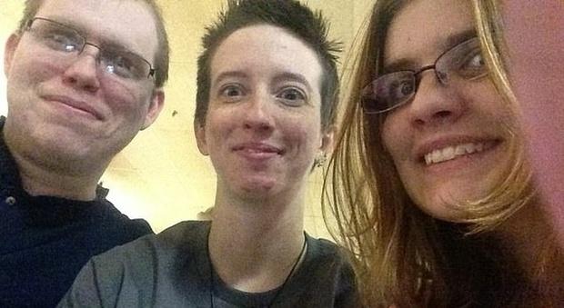 Trans sposa una donna: fanno un figlio col seme dell'ex fidanzato dei due