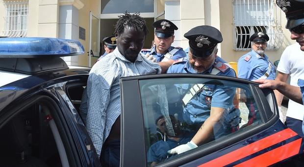 immigrato ghanese uccide a pugni un 77enne italiano in ospedale, follia nel casertano - il mattino