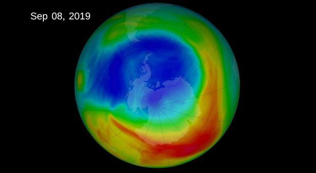 Buco dell'ozono ai minimi storici ma non è una buona notizia. Gli scienziati: «Troppo caldo»