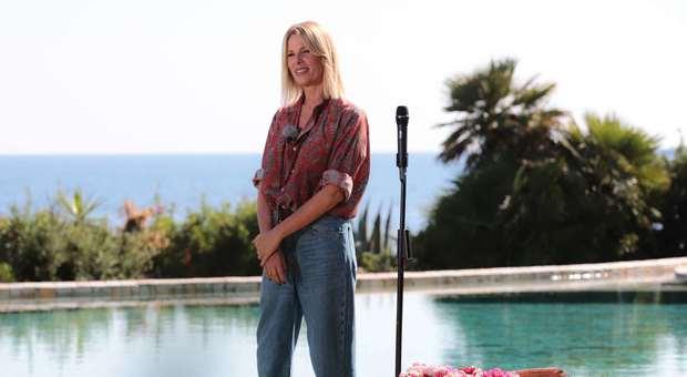 Temptation Island Vip 2: «Alessia Marcuzzi ma come ti vesti?», pioggia di critiche sul web
