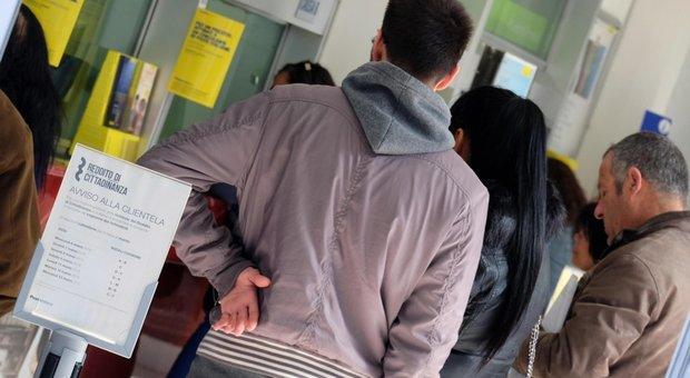 Reddito di cittadinanza per 943.000 nuclei: importo medio di 482 euro, più risparmi
