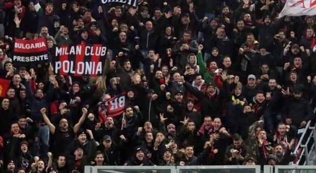 Bologna, tifoso milanista accoltellato: è grave