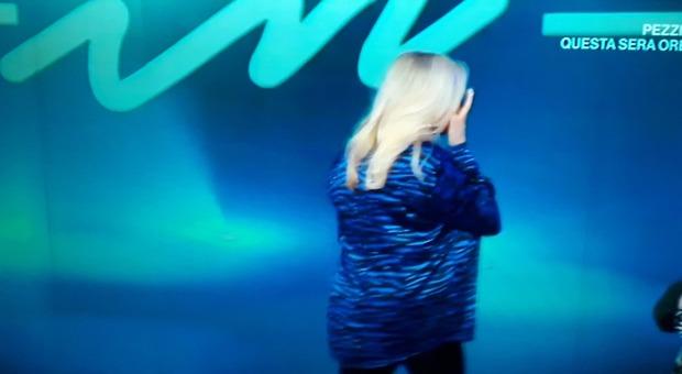 Mara Venier scoppia in lacrime a Domenica In e abbandona lo studio: «Scusate...» (frame Rai)