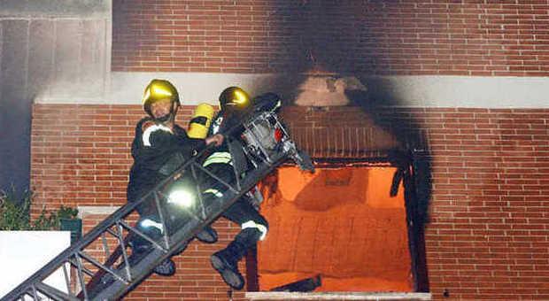 Roma si addormenta con la sigaretta accesa muore bruciata in camera da letto - Televisione in camera da letto si o no ...
