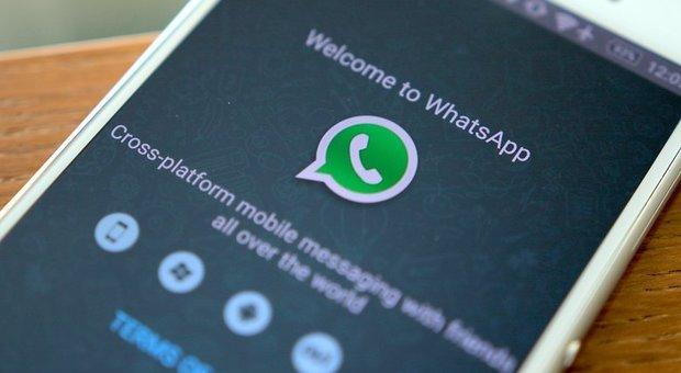 WhatsApp, privacy a rischio: polizia e servizi segreti avranno accesso alle chat