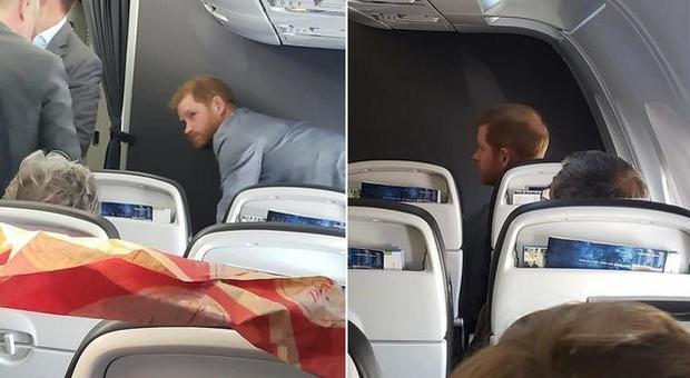 Il principe Harry e l'austerity reale: 'beccato' in partenza da Roma su un volo di linea