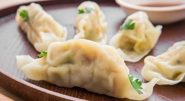 Ristoranti cinesi, allarme ravioli: non si trova più carne di maiale