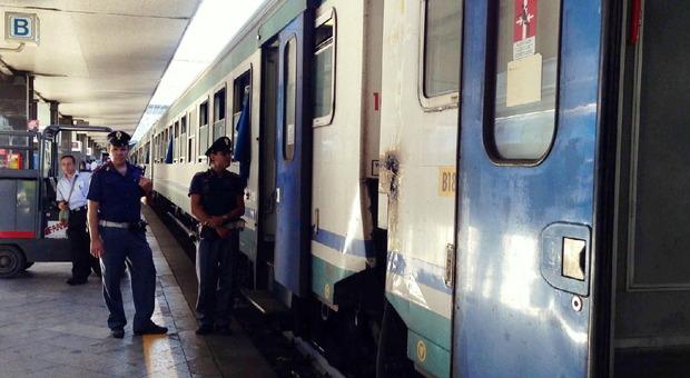 Roma, si aggrappa all'ultimo vagone per salire sul treno, denunciato 34enne bengalese