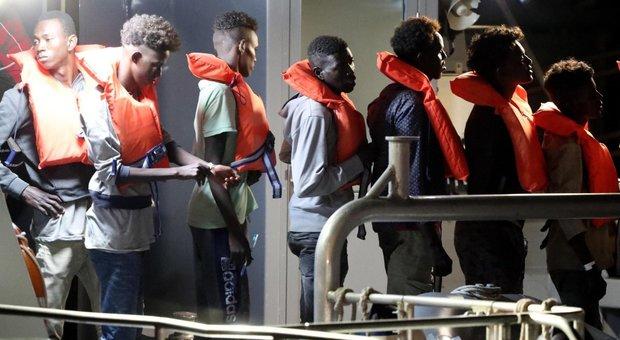 Migranti, il Viminale esulta: Francia stoppata in Ue, i porti di sbarco devono ruotare