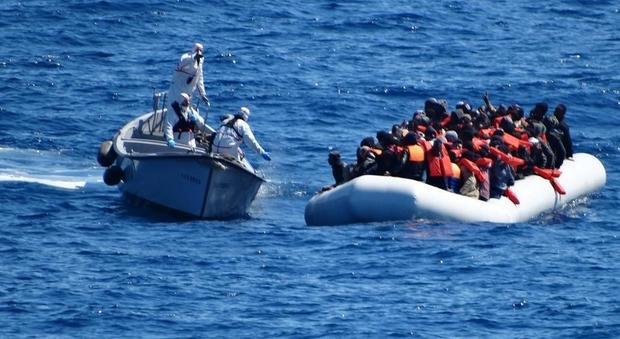 Migranti, due Procure indagano sulla strage dei 117: «Ritardi e omissioni»
