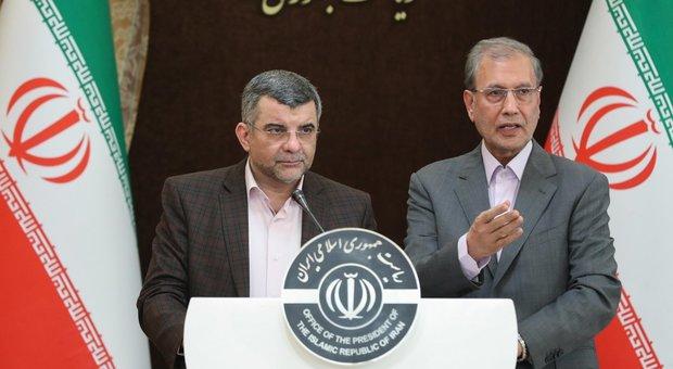 Il viceministro Iraj Harirchi (a sinistra)