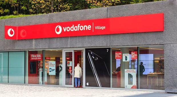 Vodafone lancia la prima tariffa senza limiti: quanto costa e cosa offre