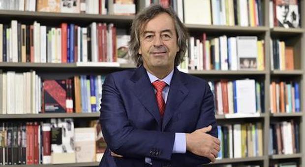 Coronavirus, virologo Roberto Burioni: «Quest'estate? Se continuiamo a uscire il virus non si fermerà»