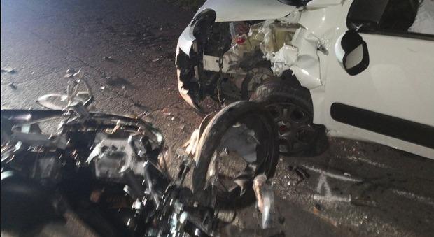 Frontale auto contro moto: muore 47enne, padre di due figli