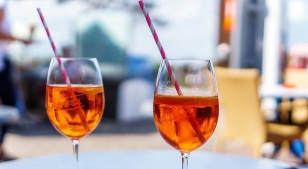 Spritz e aperitivi a prezzi stracciati con Aperol, Campari e birra rubati