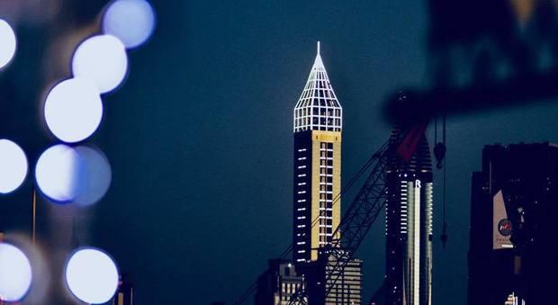 Dubai, inaugurato l'hotel più alto del mondo