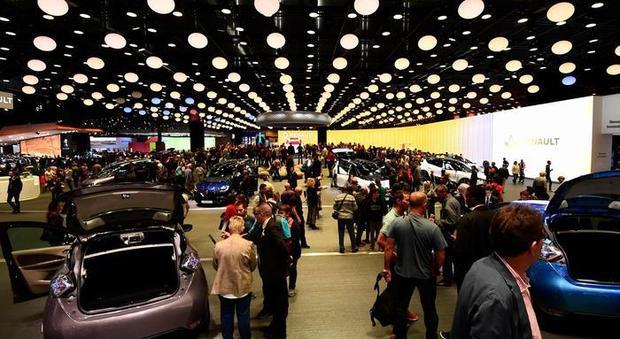 Cancellato anche Salone Auto Parigi in ottobre. Decisione presa valutando le difficoltà economiche del settore