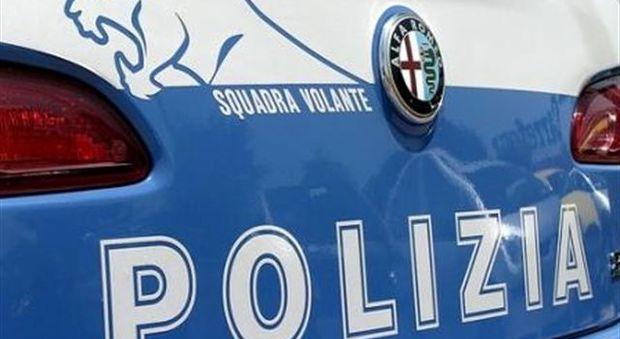 Anziana di 94 anni, rapinata da una ragazza che la scaraventa a terra: nella borsa solo 50 euro.