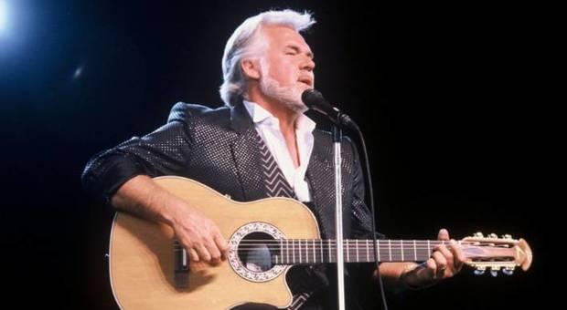 Musica, morto Kenny Rogers, icona americana della musica country: partecipò a We Are The World