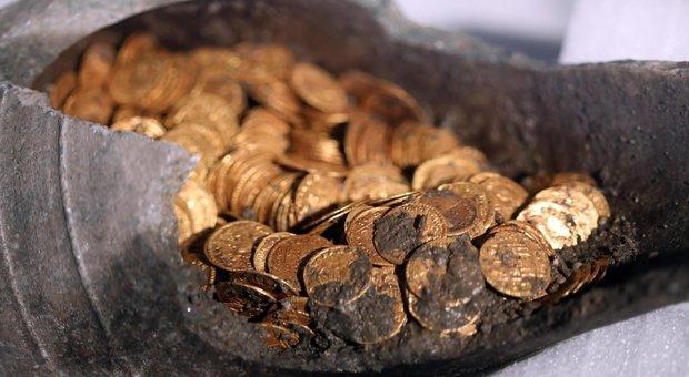 Como, scavi portano alla luce 300 monete romane: «Uno dei tesori più grandi mai ritrovati»