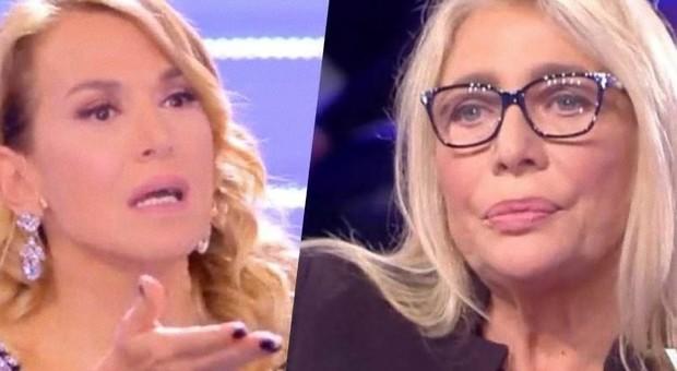 Barbara D'Urso bacia Lamberto Sposini e lui scrive felice: