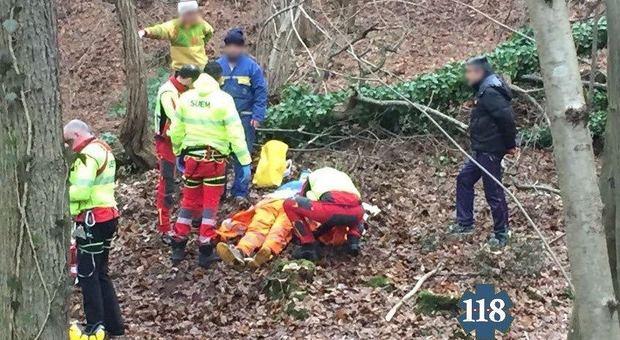 Un intervento di soccorso nel bosco