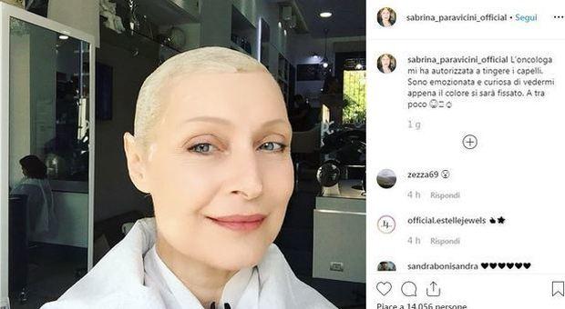 Sabrina Paravicini, il tumore e la chemio: dal parrucchiere per combattere con un sorriso