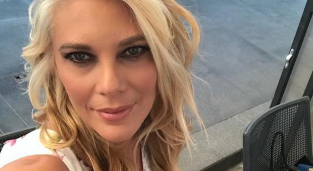 Eleonora Daniele sposa Giulio Tassoni: «Il matrimonio a settembre, poi un figlio»