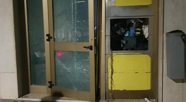Assalto alle poste con ordigno esplosivo: bottino da 50mila euro. Arrestato un malvivente.