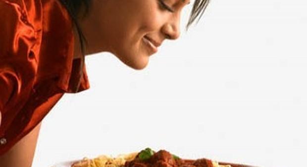 Annusare i cibi fa mangiare molto di più
