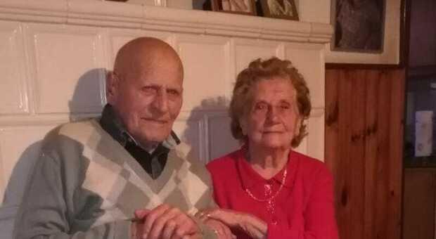 IL RICORDO Gildo Perin nell'anniversario dei 74 anni di matrimonio festeggiato lo scorso anno con la moglie