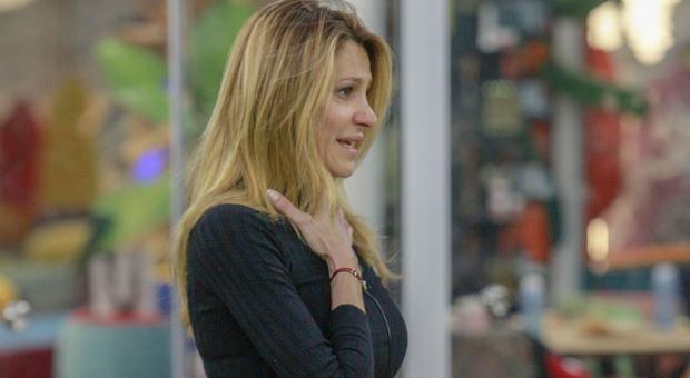 Adriana Volpe in lutto, il coronavirus colpisce la sua famiglia: l'abbandono del Grande Fratello Vip dopo la notizia (credits Endemol)