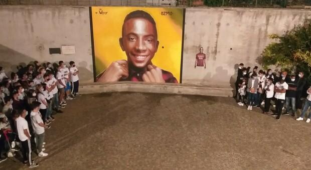 L'inaugurazione del murales di Ozmo con il volto di Willy in piazza Aldo Moro a Paliano