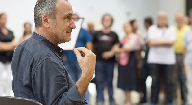 Il regista Giorgio Barberio Corsetti durante le prove a Matera di Cavalleria Rusticana