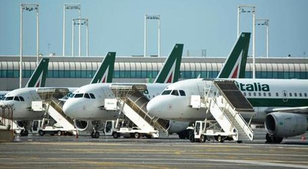 Alitalia, nuova asta con l'ipotesi spezzatino: gara riguarderà handling, manutenzione e aviation