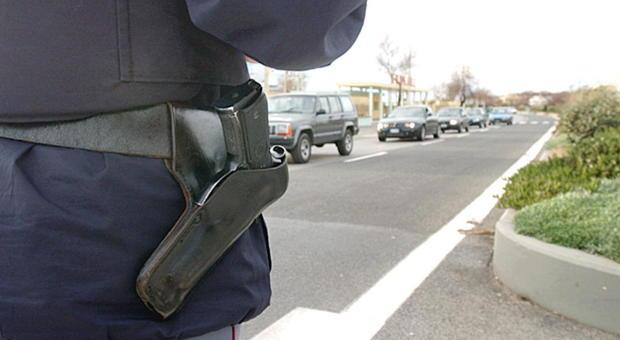 Roma, cerca di sfilare la pistola al poliziotto e lo aggredisce: arrestato nigeriano