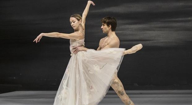 Eleonora Abbagnato e Friedemann Vogel con i costumi Dior al Teatro dell'Opera