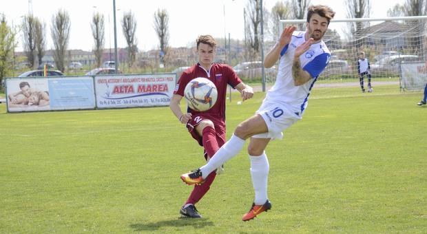 Un'azione dell'ultimo derby di campionato fra Adriese e Delta Porto Tolle
