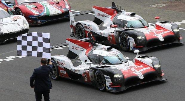L'arrivo trionfale delle due Toyota a Le Mans