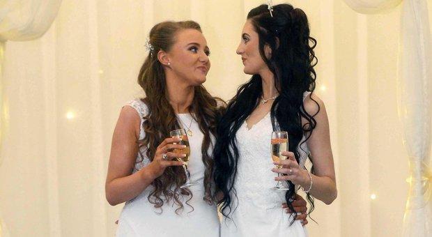 Primo matrimonio gay in Irlanda del Nord, le spose: «Non abbiamo pensato di fare la storia, siamo solo innamorate»