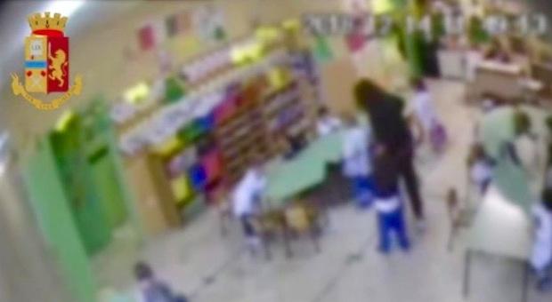 Suora e maestre arrestate nella scuola materna privata: «Maltrattamenti sui bimbi»