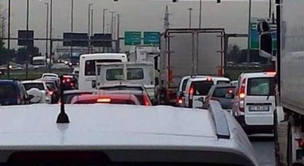 Roma decima al mondo per traffico, seconda per ore in auto