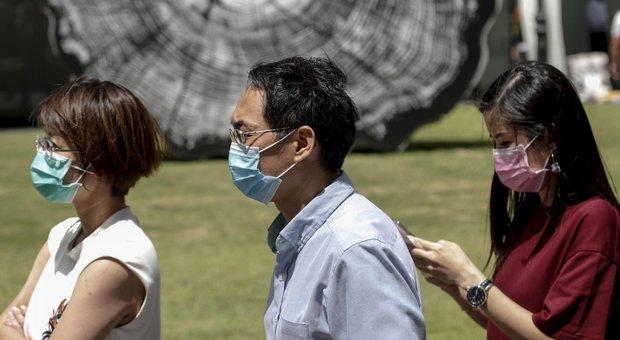 Coronavirus, oltre 1000 morti. Oms: minaccia peggiore del terrorismo. L'Italia non ferma Schengen