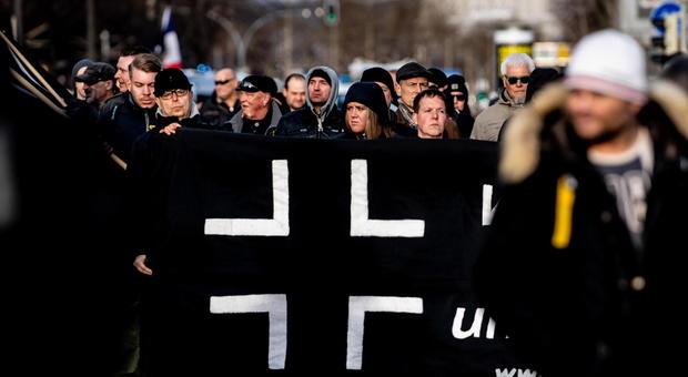 Da miss Hitler alla minaccia di guerra civile: allarme degli 007 europei per le cellule naziste