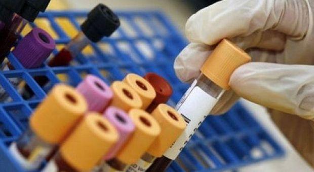 Prevenzione, nuovo test del sangue individua 8 tipi di tumore. Aiom: «Bene, ma servono approfondimenti»