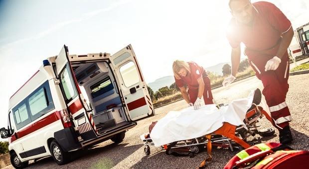 Allarme 118: poche ambulanze, senza medici e senza infermieri: «Chiamarlo è un terno al lotto»