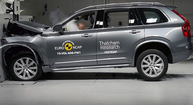 Il punteggio pieno è stato assegnato alla Volvo XC90, il cui sistema AEB ha superato brillantemente tutti i test effettuati nei diversi scenari e con diverse velocità